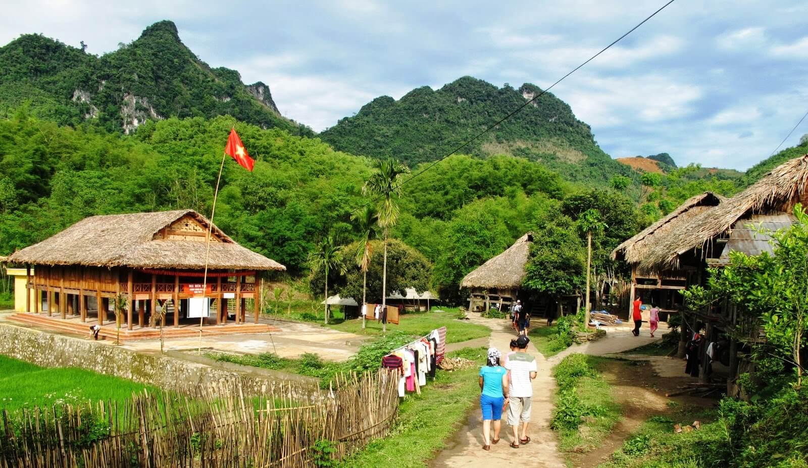 nord-ouest-vietnam-authentique-12-jours-visite-du-marche-de-lamour-moc-chau