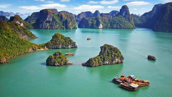 10-incontournables-a-visiter-au-vietnam-baie-dhalong