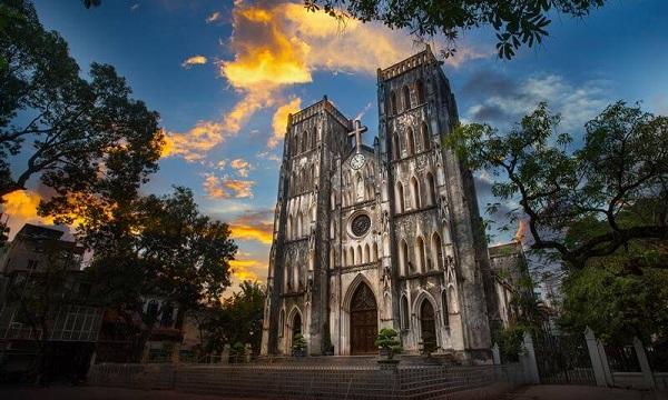 10-incontournables-a-visiter-au-vietnam-cathedrale-de-notredame-a-hanoi