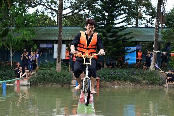6-activites-a-ne-pas-rater-dans-le-delta-du-mekong-passage-a-velo-sur-un-pont-de-singe