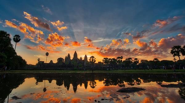 coucher-du-soleil-voyage-au-cambodge-a-angkor-wat