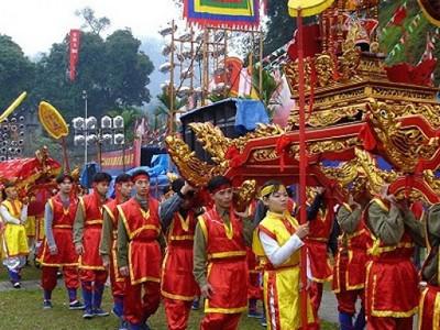 les-fetes-de-giong-des-temples-de-phu-dong-et-soc