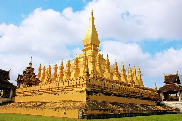 tour-pha-that-luang